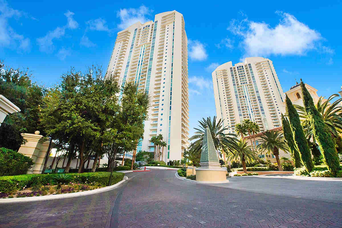 Turnberry Place Condos For Sale